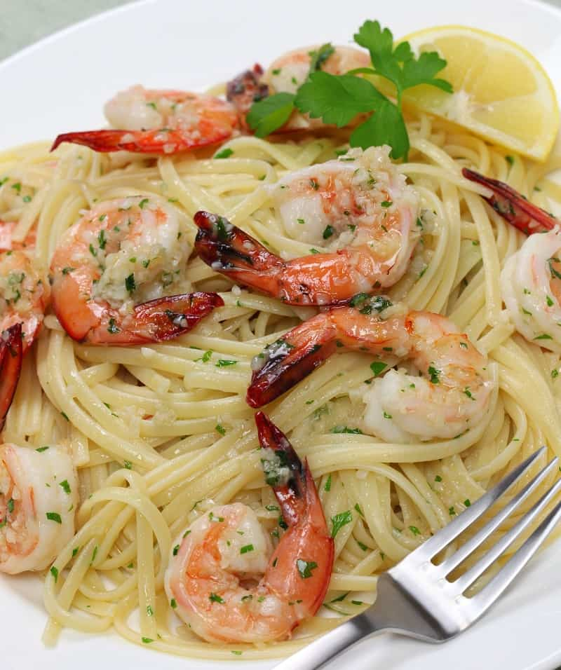 A plate of healthier shrimp scampi made with broth instead of butter.