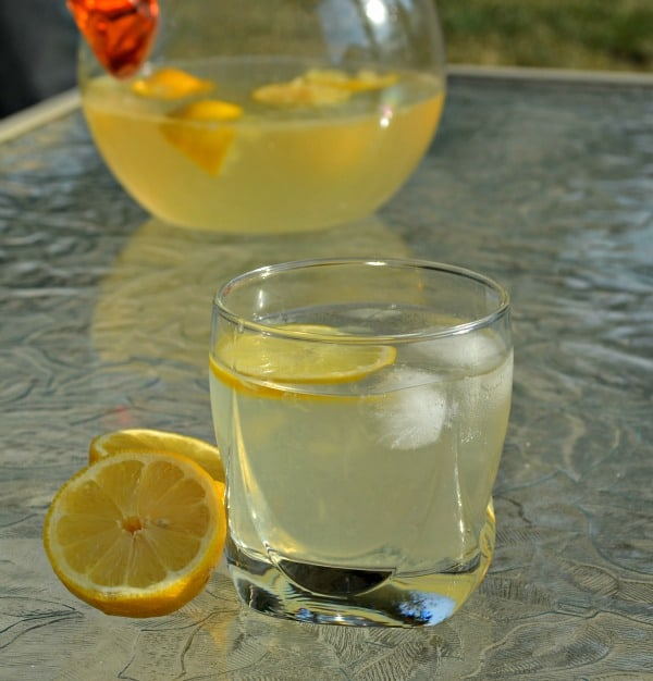 Simple Homemade Lemonade