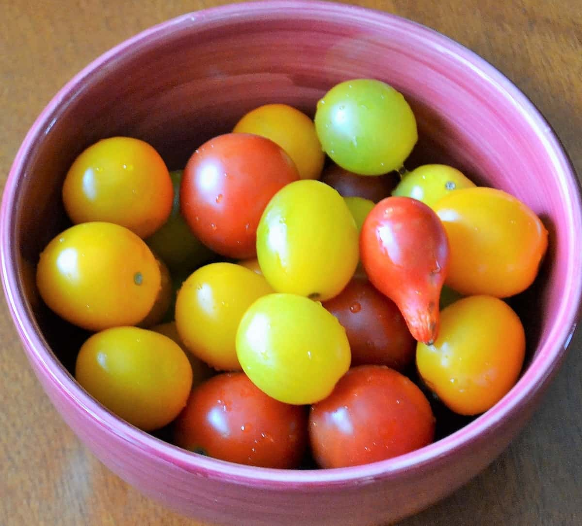 heirloom tomatoes in a bowl
