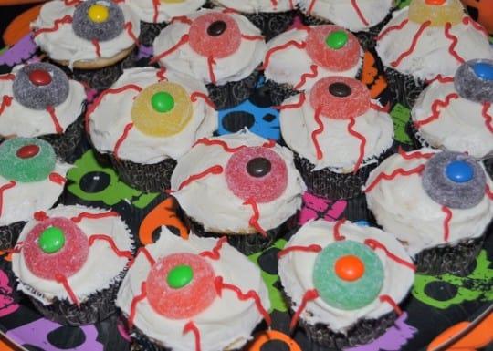 Spooky Eye Cupcakes via FamFriendsFood