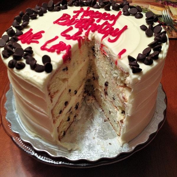 Cakestand choc chip cake