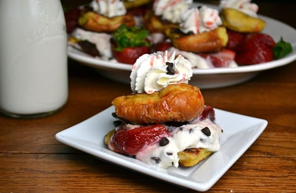 Strawberry cannoli slider