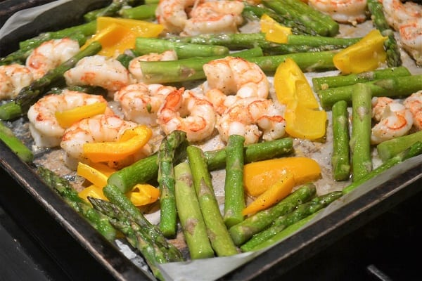 a pan of shrimp, peppers and asparagus