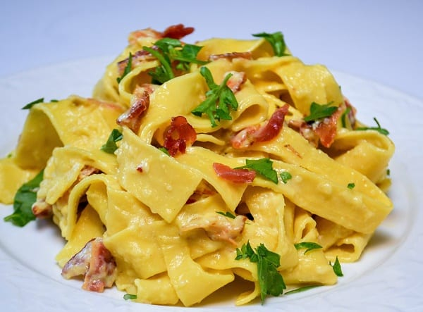 Fresh parsley is sprinkled on top of this pasta dish.