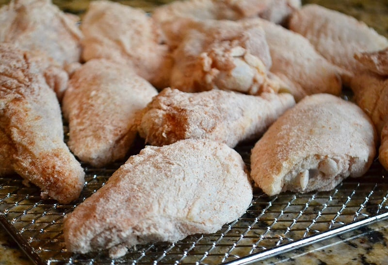 how to make chicken wings in oven with flour