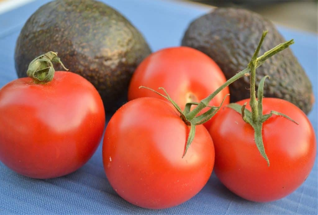 choose fresh tomatoes and avocadoes