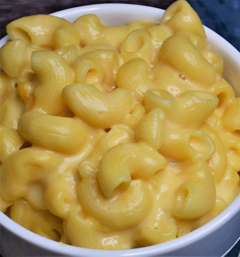A close up of how creamy this mac and cheese is!