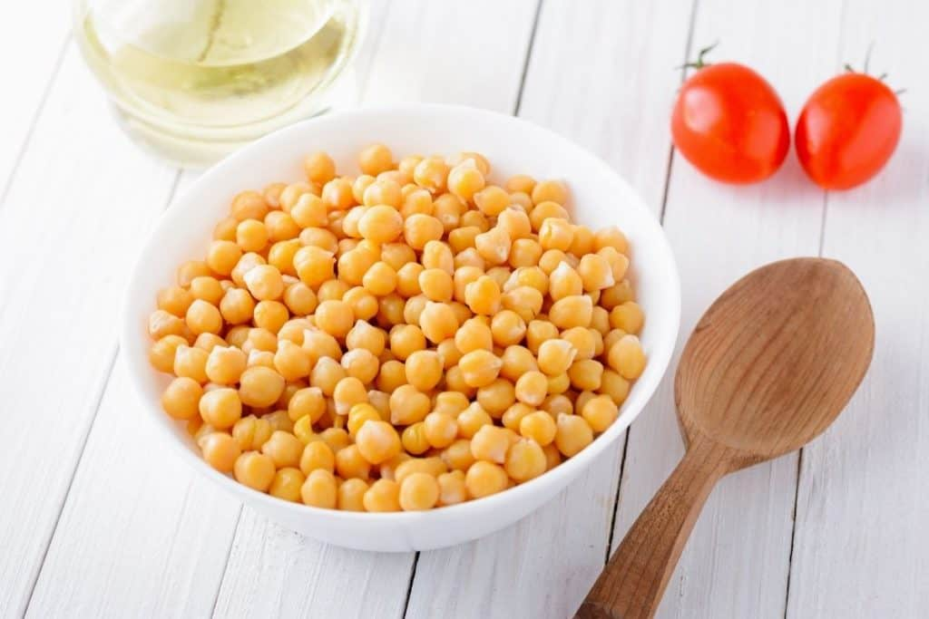 a few ingredients for this salad (chickpeas, tomatoes, oloive oil)